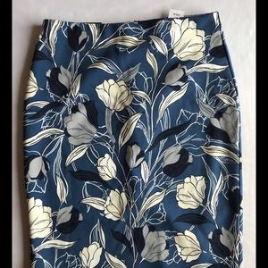 (**NEW**) Floral print A-line skirt with back slit